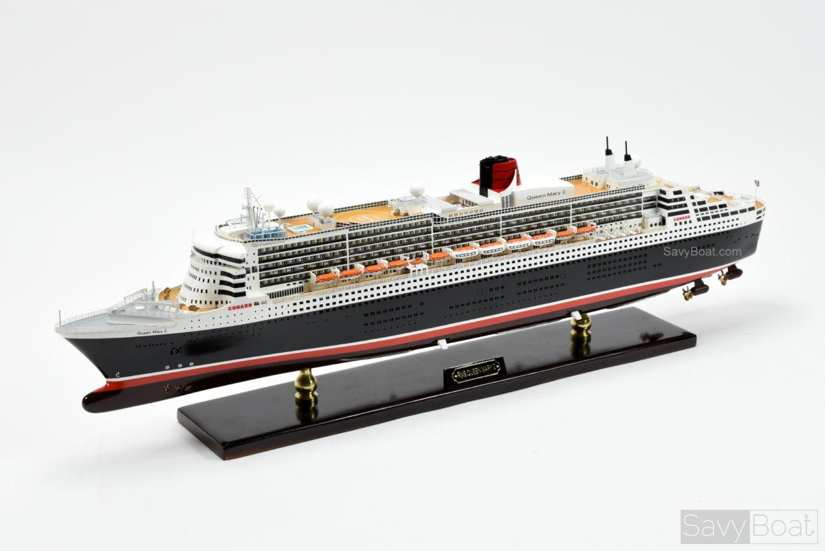 Queen mary 2 ocean liner handcrafted wooden model boat for Garderobe queen mary 2