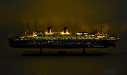 SS Ile De France ship model